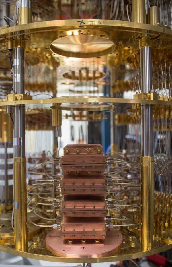 IBM, interni di un computer quantico (prototipo).