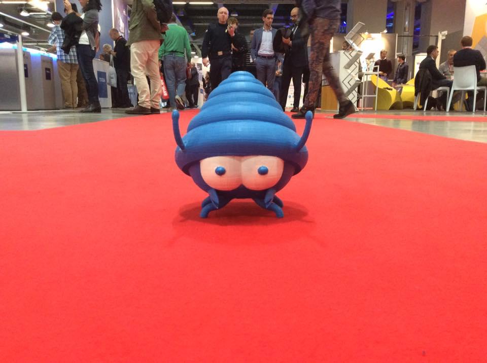 Guro, mascotte di Hosting Solutions, sul red carpet della fiera