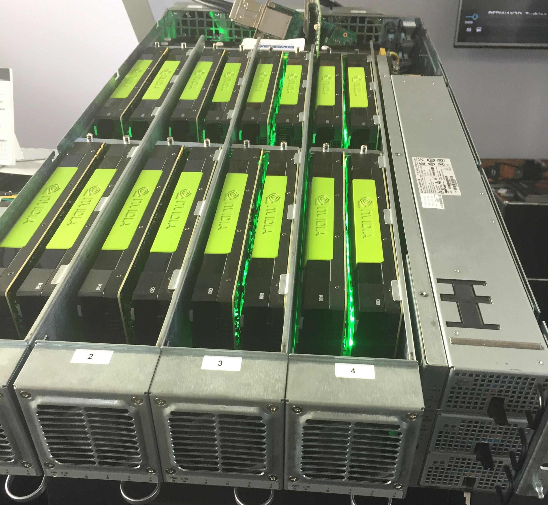 """I cluster di schede video sono costosi e generano calore ma sono in grado di assicurare una capacità computazionale ben superiore a quella dei """"classici"""" processori. Un segmento ideale per le soluzioni di """"immersione nel liquido""""."""